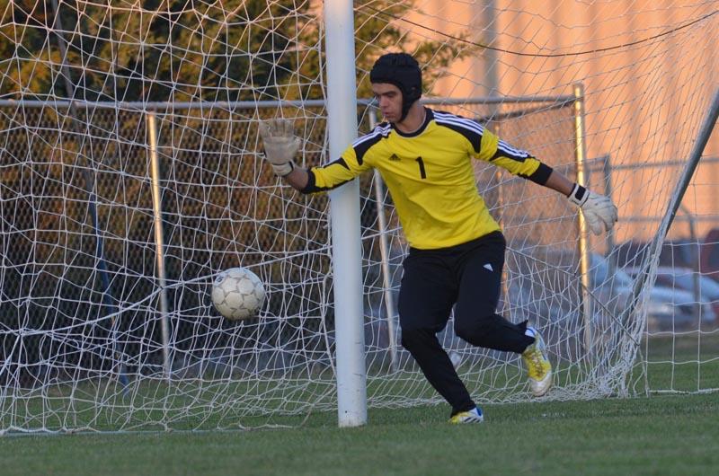 Boys' soccer advances to State Quarterfinals