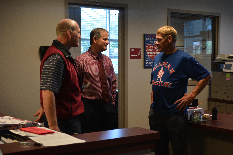 Veteran wrestler returns for visit